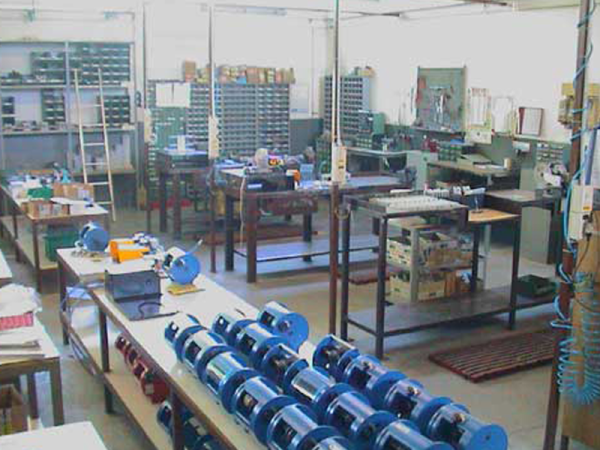 Manufacturing equipment for the electronic industry